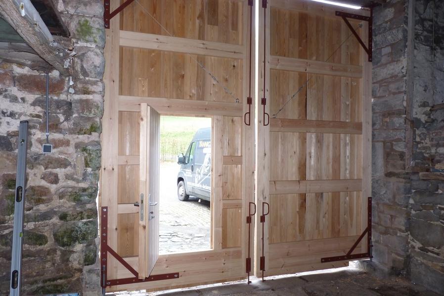 r alisation d une double porte dans un ch teau ferme. Black Bedroom Furniture Sets. Home Design Ideas